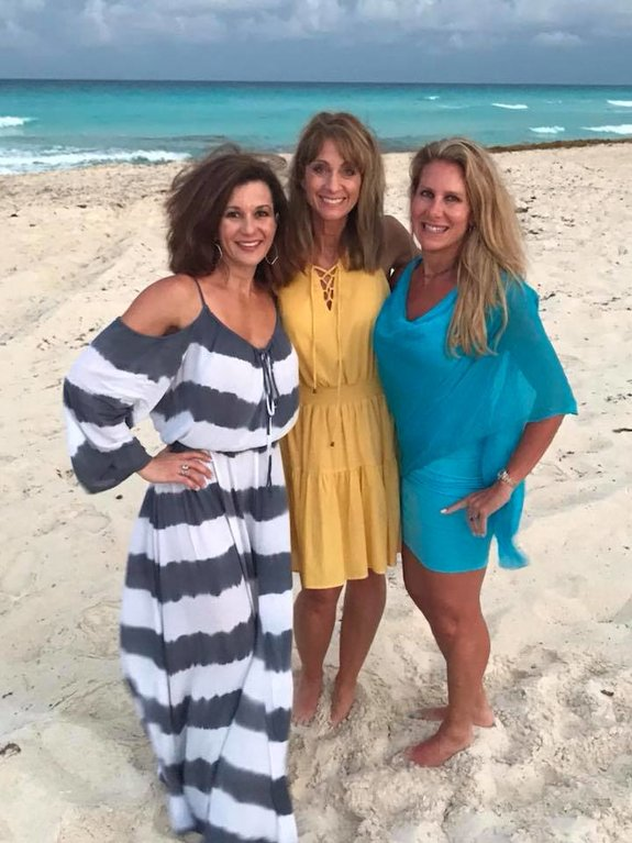 Rodan + Fields Consultant - Risa Riepma in Cancun